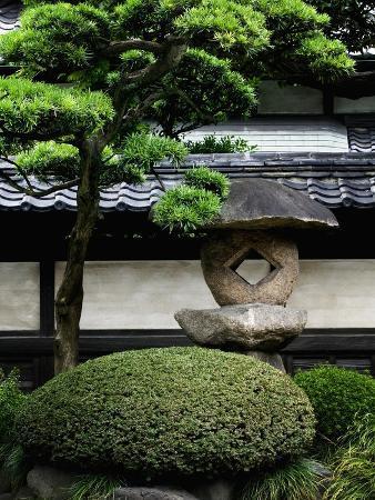 bruno-ehrs-garden-in-senso-ji-temple