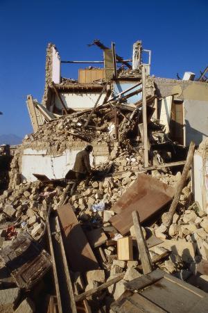building-destroyed-by-earhquake