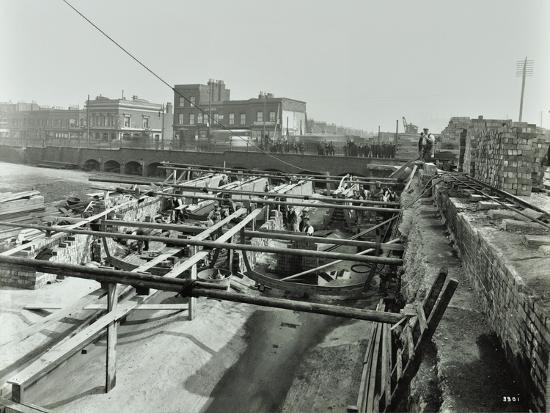 building-the-sewer-at-stratford-high-street-west-ham-london-1905