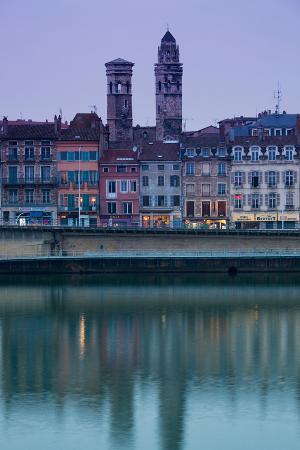 buildings-at-the-waterfront-quai-jean-jaures-macon-burgundy-saone-et-loire-france