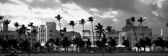 buildings-lit-up-at-dusk-ocean-drive-miami-beach-florida-usa