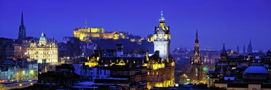 buildings-lit-up-at-night-with-a-castle-in-the-background-edinburgh-castle-edinburgh-scotland
