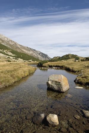 bulgaria-pirin-mountains-pirin-national-park-stream-with-large-stone
