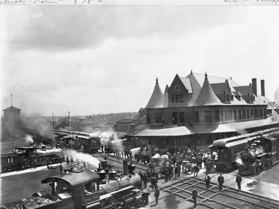 busy-train-station-in-michigan