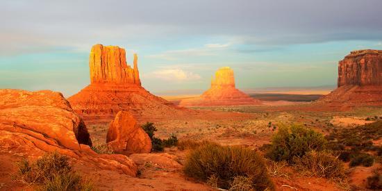 buttes-rock-formations-at-monument-valley-utah-arizona-border-usa