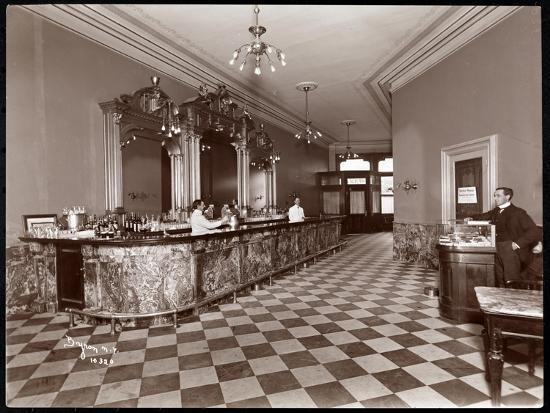 byron-company-bar-at-gilsey-house-broadway-and-29th-street-new-york-1900-or-1901