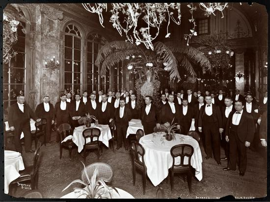 byron-company-waiters-in-the-palm-court-at-sherry-s-restaurant-new-york-1902