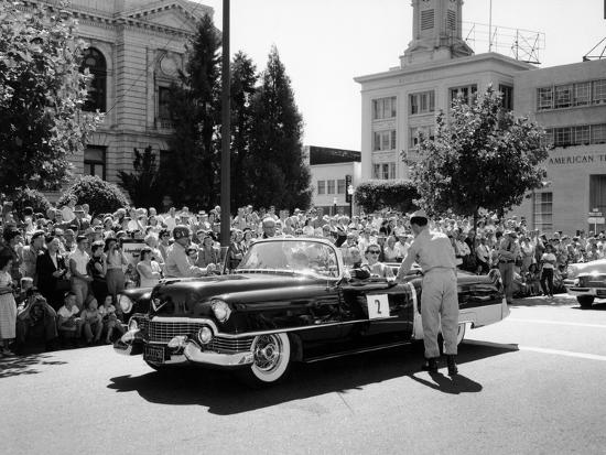 cadillac-convertible-in-a-street-parade-usa-c1958