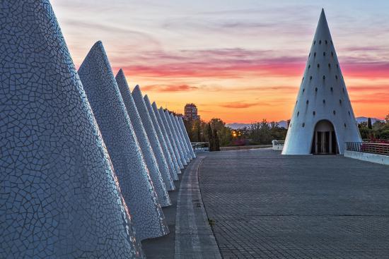 cahir-davitt-sunset-view-of-umbracle-adjacent-to-el-palau-de-les-arts-reina-sofia-city-of-arts-and-sciences