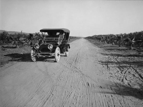 california-citrus-heritage-recording-project-dufferin-avenue-and-vehicle-riverside-county-1930