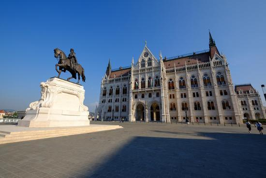 carlo-morucchio-the-hungarian-parliament-building-and-statue-of-gyula-andressy-budapest-hungary-europe