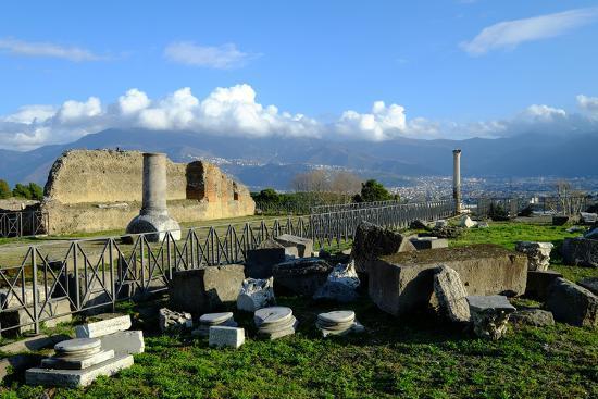 carlo-morucchio-venus-temple-pompeii-the-ancient-roman-town-near-naples-campania-italy