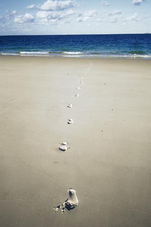 carlos-dominguez-footprints