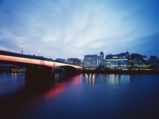 carlos-dominguez-london-bridge