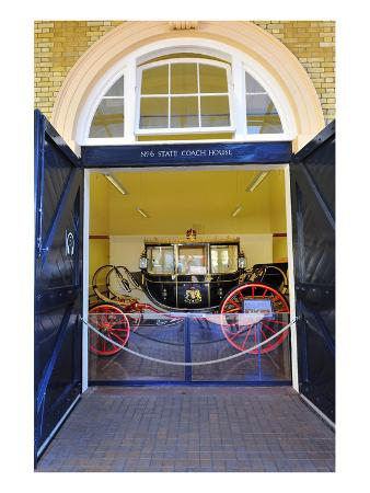 carriage-at-the-royal-mews-buckingham-palace-london-south-of-england