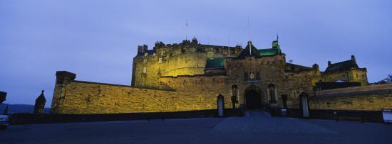 castle-lit-up-at-dusk-edinburgh-castle-edinburgh-scotland-united-kingdom