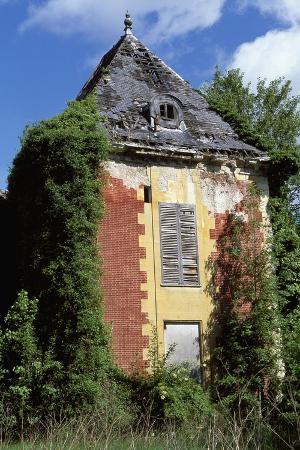 castle-of-coupvray-ruins-ile-de-france-france-16th-17th-century