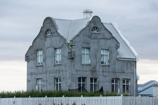 catharina-lux-akranes-house-at-the-harbour