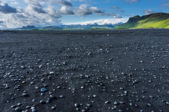 catharina-lux-at-the-black-sandy-beach-of-reynisfjara