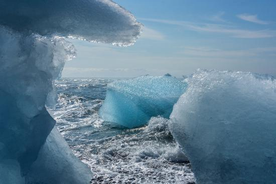 catharina-lux-jshkulsarlon-iceberg-remains-on-the-atlantic-beach