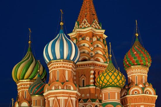catharina-lux-moscow-red-square-saint-basil-s-cathedral-bulbous-spires-at-night