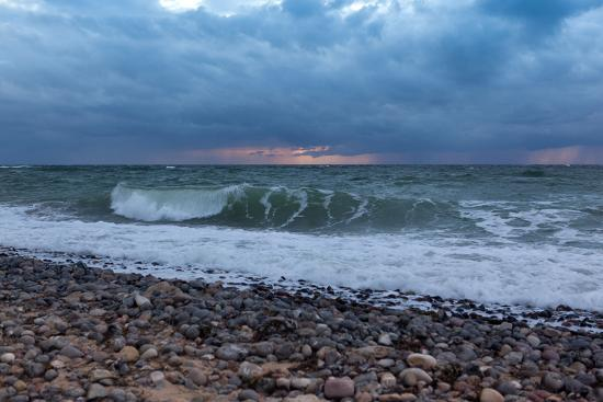 catharina-lux-the-baltic-sea-r-gen-north-beach-stormy-atmosphere