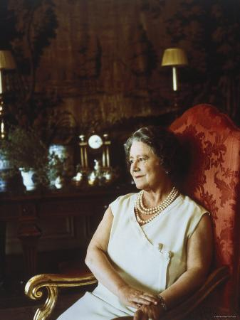 cecil-beaton-her-majesty-queen-elizabeth-the-queen-mother-england