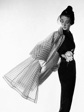 cecil-beaton-vogue-april-1950-coat-flip