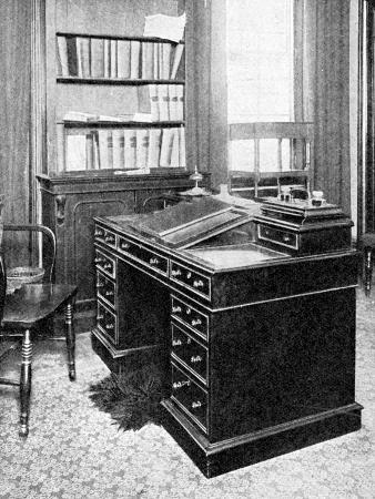 chair-and-desk-of-charles-dickens-used-at-gadshill-1923