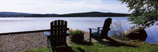 chairs-at-the-lakeside-raquette-lake-adirondack-mountains-new-york-state-usa