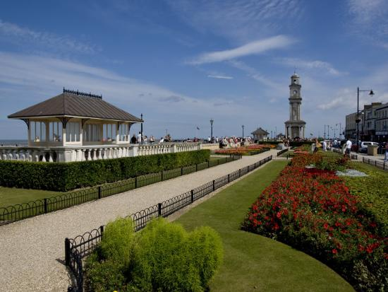 charles-bowman-clocktower-and-gardens-in-2007-herne-bay-kent-england-united-kingdom-europe