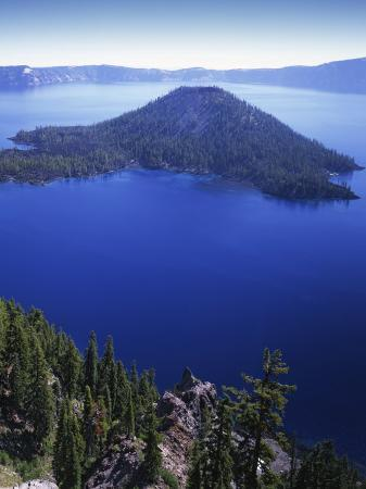 charles-gurche-wizard-island-in-crater-lake-crater-lake-national-park-oregon-usa