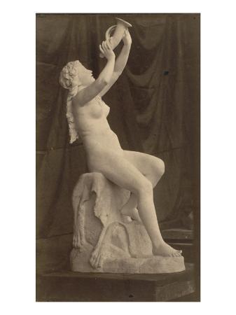 charles-marville-sculpture-femme-nue-assise-tenant-une-corne-par-louis-edmond-cougny