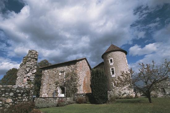 chateau-bayard-15th-century-pontcharra-rhone-alpes-france