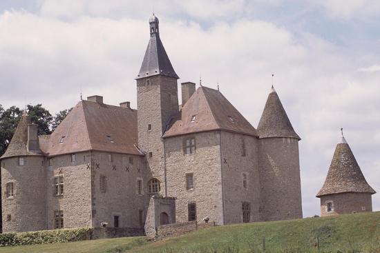 chateau-de-beauvoir-sur-saint-pourcain-besbre-auvergne-france