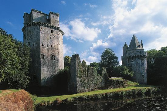 chateau-of-loyat-or-tours-d-elven-13th-15th-century-elven-brittany-france