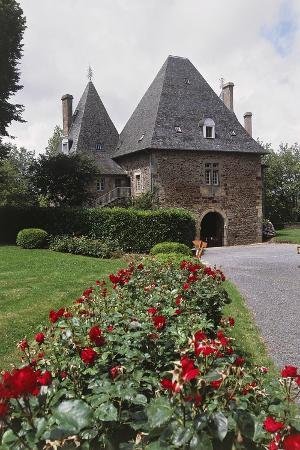 chateau-of-pompadour-arnac-pompadour-limousin-france