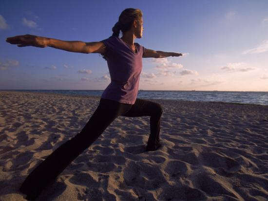 cheyenne-rouse-woman-doing-yoga-miami-fl