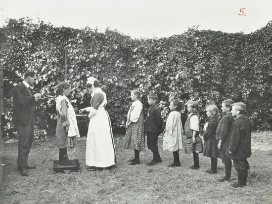 children-being-weighed-in-the-garden-montpelier-house-open-air-school-london-1908