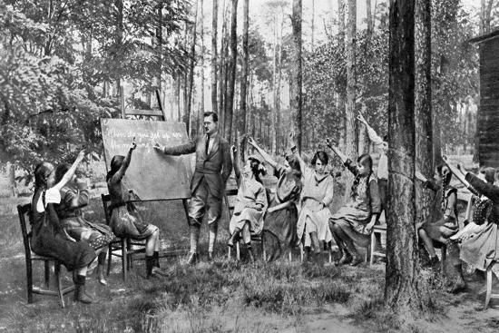 children-taking-english-lessons-in-the-forest-of-charlottenburg-berlin-germany-1922