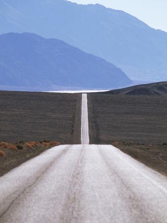chris-cheadle-usa-california-death-valley-roadway