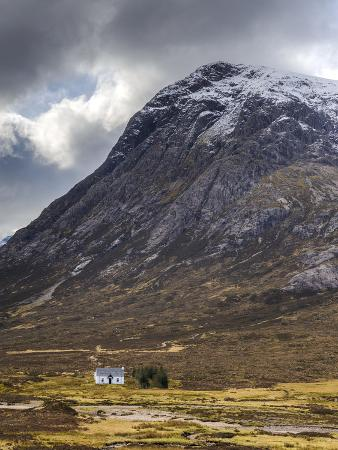 chris-hepburn-single-small-cottage-and-buachaille-etive-mor-rannoch-moor-glencoe-highland-region-scotland