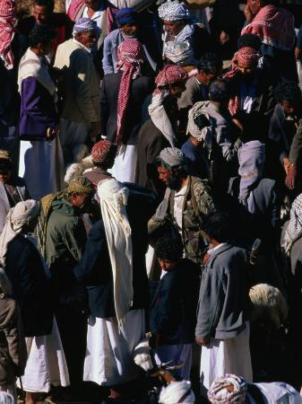 chris-mellor-villagers-at-weekly-market-of-manakha-al-mahwit-governorate-yemen