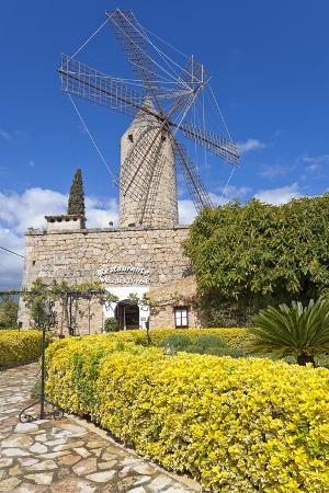 chris-seba-europe-spain-the-balearic-islands-island-majorca-windmill-restaurant