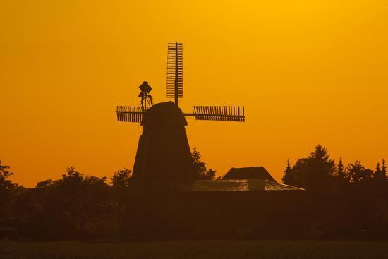 chris-seba-germany-lower-saxony-barsinghausen-wichtringhausen-windmill-sunset