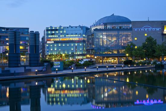 chris-seba-germany-north-rhine-westphalia-cologne-mediapark-cinedom-evening-light