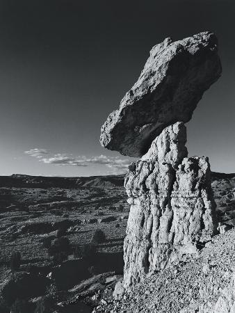 chris-simpson-balancing-rock-new-mexico-usa