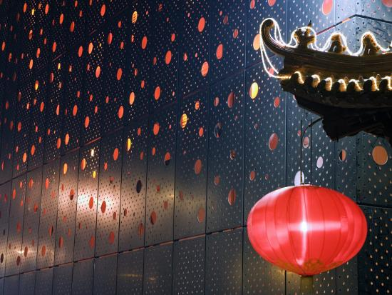 christian-kober-beijing-chinese-new-year-spring-festival-lantern-decorations-on-a-restaurant-front-china