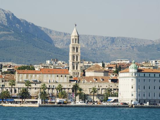 christian-kober-coastal-mountains-and-waterfront-town-buildings-split-dalmatian-coast-croatia