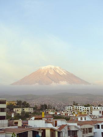 christian-kober-el-misti-volcano-5822m-above-city-arequipa-peru-south-america